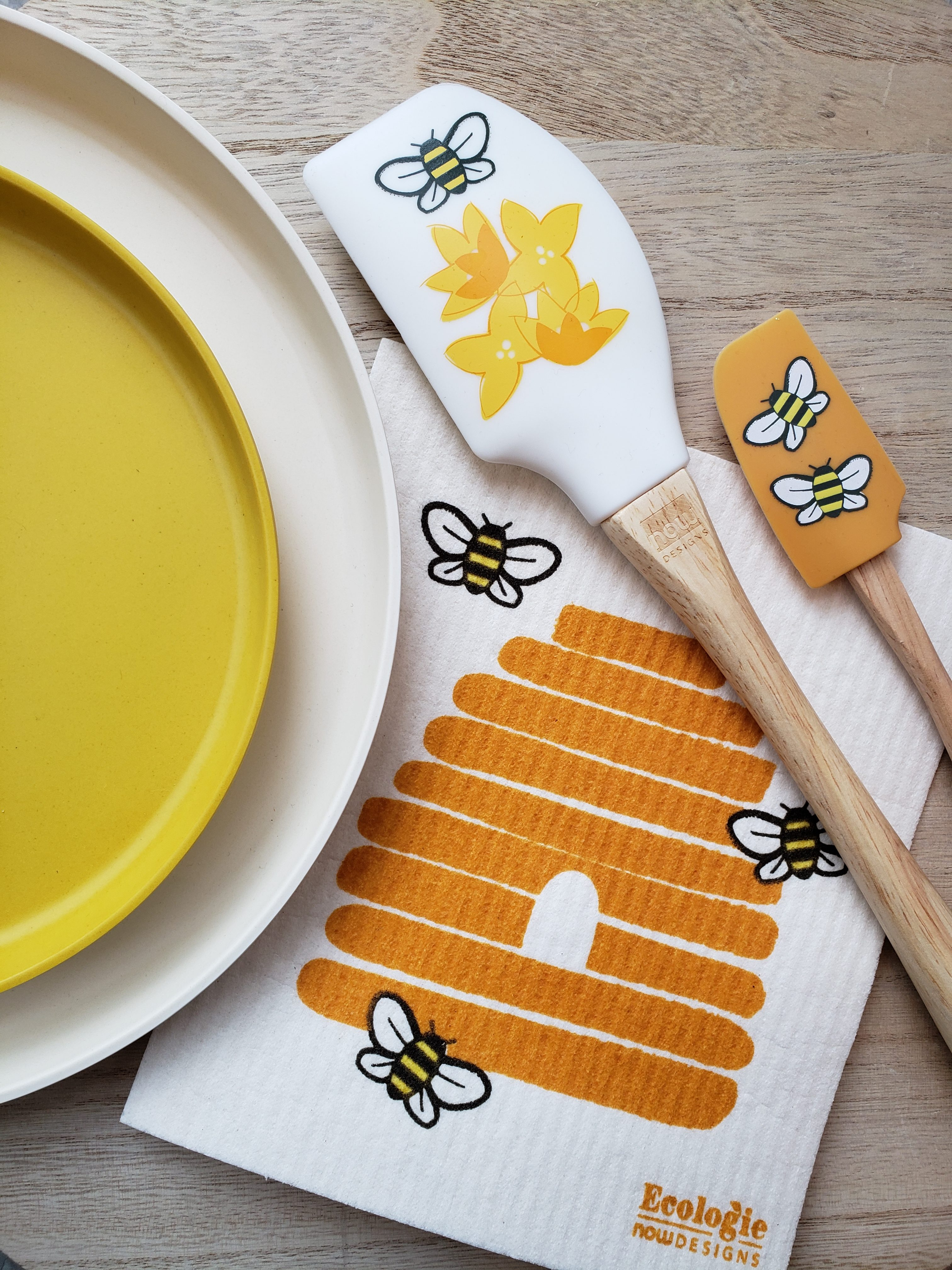 Flat lay of sustainable dish ware products - recycled material plates and Swedish dishcloths